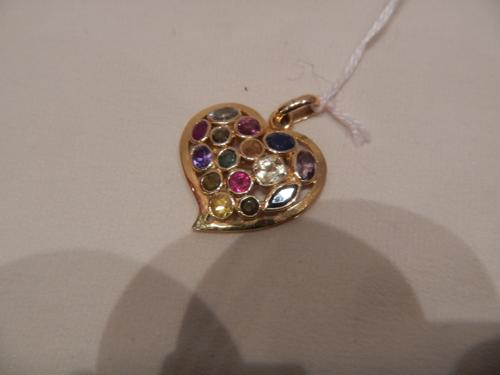 Heart pendant in gold and precious stones