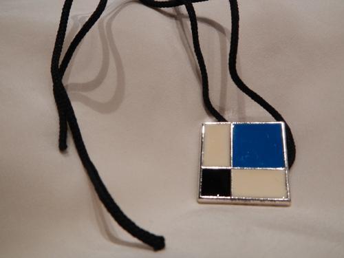Collier YSL email bleu blanc noir